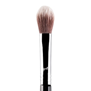 F03 - HIGH CHEEKBONE HIGHLIGHTER™ BRUSH