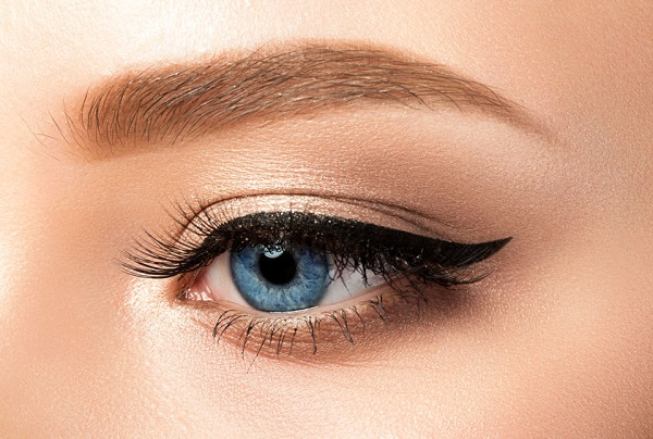 kuyruklu eyeliner