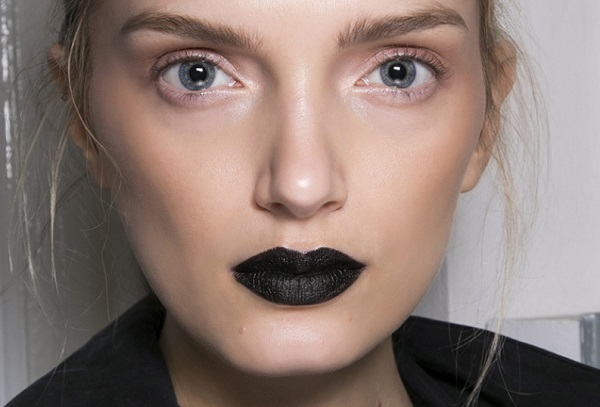 Siyah ruj nasıl sürülür?