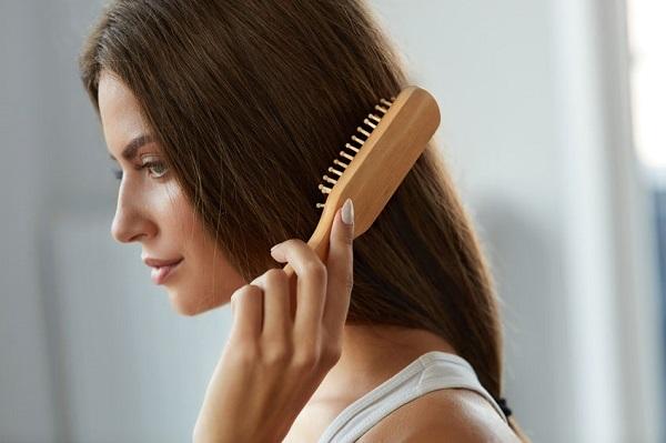Saçlara bakım ve koruma spreyi