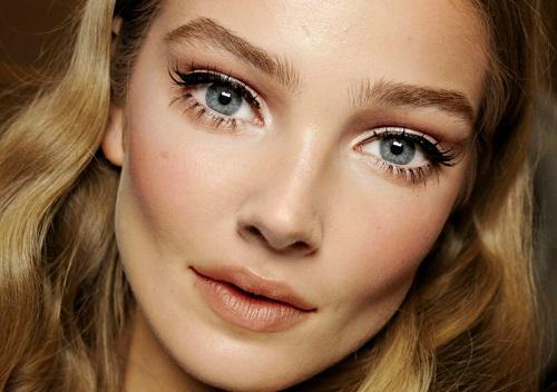 büyük gözlere eyeliner uygulaması