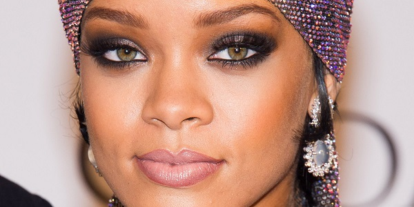 Rihanna eye make up