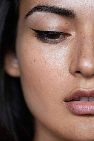 Eyeliner Uygulaması