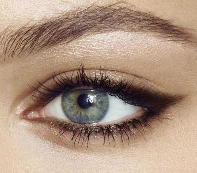 Uzun süre dayanıklı eyeliner